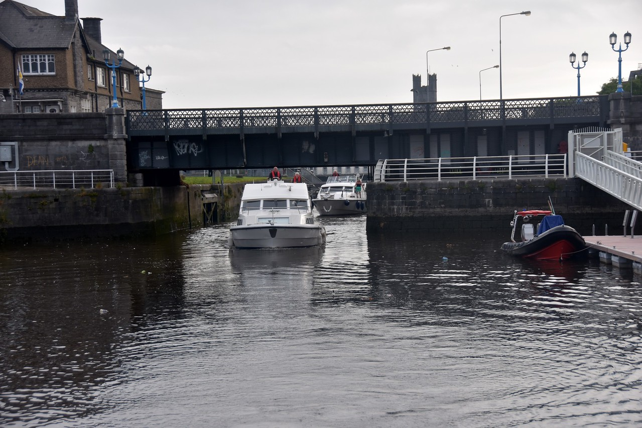 'Snow Mouse' passing under the bridge at Sarsfield Lock.