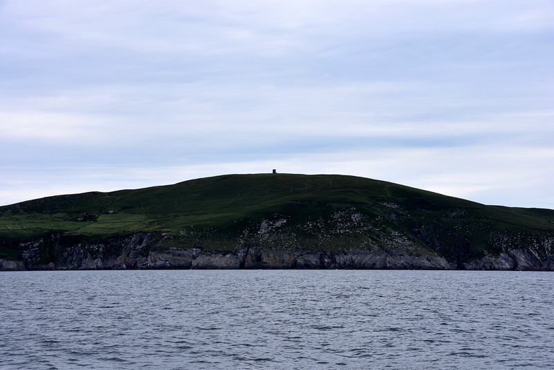 16:41. Passing Dursey Island with its distinctive Signal Tower atop, a relic of the defences erected during the Napeolonic wars.