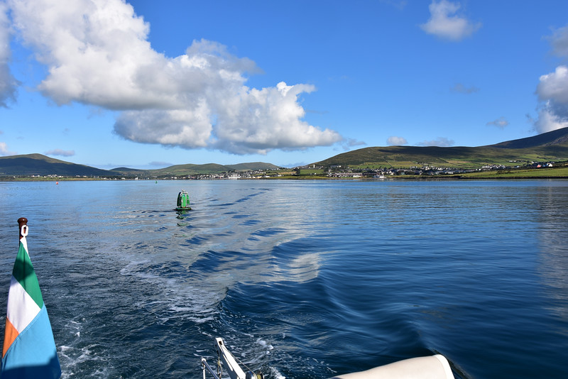 09:49...leaving Dingle Marina in our wake! And there you have it...low wind, low wave (ok, so we are not on Dingle Bay yet!), and a blue sky.