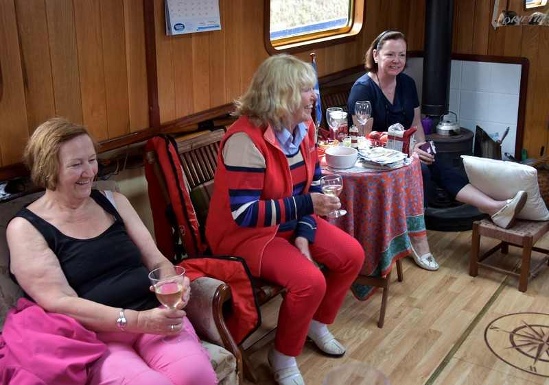 circa 17:30 ...Neill entertains IWAI Cruising Club members on-board 'Driftin'.