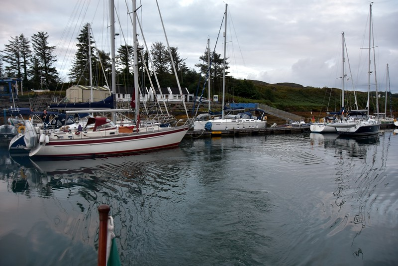 circa 06:15... we have departed Lawrence Cove Marina. Liam of 'Maggie' was up to see us off. You can see him on his yacht in this photo.