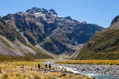 Trampers in the upper Waimakiriri Valley, Arthurs Pass National Park