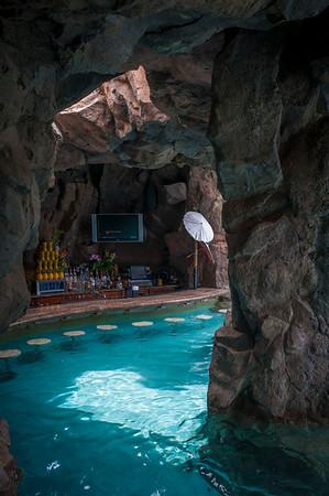 Grotto Bar 流れるプール一部にあるグロットバー
