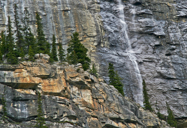 Further south, the Weeping Wall is a vista of blue, grey and silver. Wispy waterfalls streak the rock face here with spectral mists. This is a place to practice the long slow look.