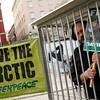 """La celda de los 30 detenidos en Rusia """"llega"""" a Madrid"""