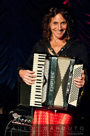 Erica Stoppel  - Meninas do Fundão no  Petit Variette