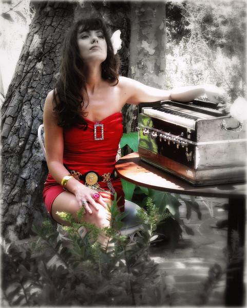 Alitta Rose ~ performer