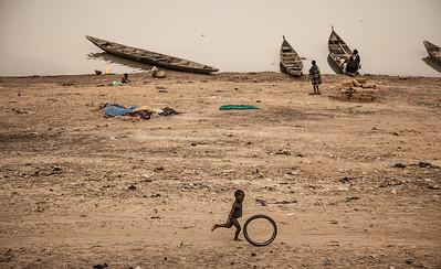 """Mali, silhouettes, Niger river, III, 2009"". 30χ45 (90€), 40x60 (120€), 50χ75 (180€)."