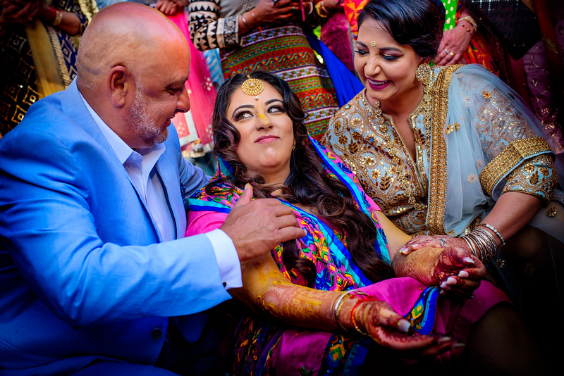 Loving this special moment between the bride and her parents. Mayiaan & Sangeet night for  @amrithadhatt and Adam @fitnesshalpers . #halpergotdhatt #mpsinghphotography