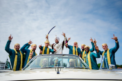 Baraat in style ! when the groom pulls out a classic @Lincoln Continental for the baraat, you bet our focus will be on its crest. @amrithadhatt and Adam @fitnesshalpers wedding