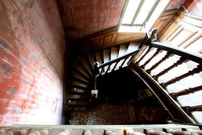 Escalier principal du Château de  Kervihan