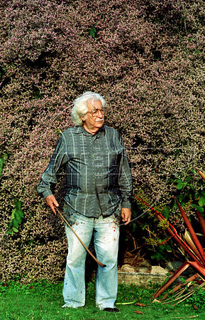 Brazilian landscape architect Roberto Burle Marx at his residence, the Santo Antonio da Bica sítio in Barra de Guaratiba, Rio de Janeiro, Brazil, Oct. 14, 1990. (Austral Foto/Renzo Gostoli)