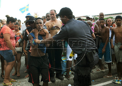Police officers detain a suspect of robbery during a street carnival parade in Copacabana beach, Rio de Janeiro, Brazil, February 3, 2013. Hundreds gathered for the annual  samba parades through the beachfront. (Austral Foto/Renzo Gostoli)