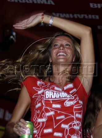 Brazilian supermodel Gisele Bundchen enjoys the samba parades at the sambadrome in Rio de Janeiro, Feb. 6, 2005.(AustralFoto/Douglas Engle)