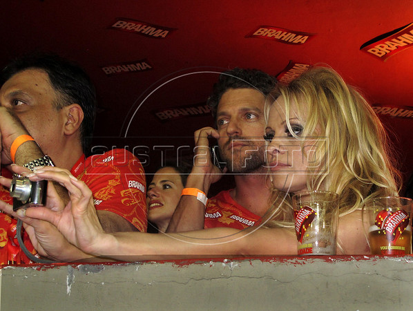 Canadian-American actress Pamela Anderson takes photos as they assist the annual Carnival parade at Sambadrome, Rio de Janeiro, Brazil, March 6, 2011. (Austral Foto/Renzo Gostoli)