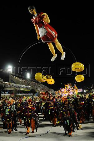 Sao Clemente Samba School parades at the Sambadrome, Rio de Janeiro, Brazil, February 11, 2013. (Austral Foto/Renzo Gostoli)