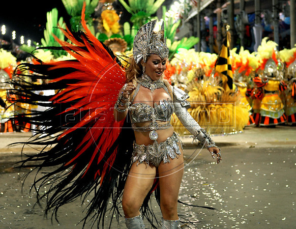 Drum queen of the Sao Clemente samba school performs at the Sambadrome during the samba school parade, Rio de Janeiro, Brazil, March 6, 2011. (Austral Foto/Renzo Gostoli)