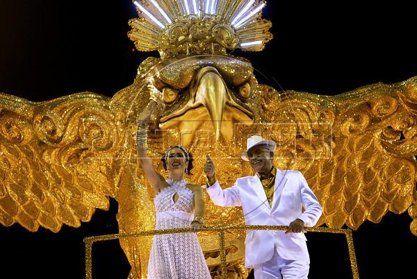 Brazilian singers Marisa Monte and Paulinho da Viola perform during Portela samba school parade at Sambadrome, Rio de Janeiro, Brazil , February 19, 2012. (Austral Foto/Renzo Gostoli)