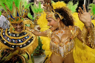 Dancer Quiteria Chagas of Imperio Serrano samba school performs at the Sambadrome during the samba school parade, Rio de Janeiro, Brazil, February 13, 2010.  (Austral Foto/Renzo Gostoli)