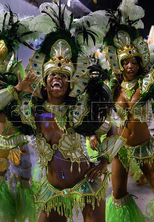 Dancers from Imperio Serrano samba school perform at the Sambadrome during the samba school parade in Rio de Janeiro, Brazil, February 22, 2009. (Austral Foto/Renzo Gostoli)