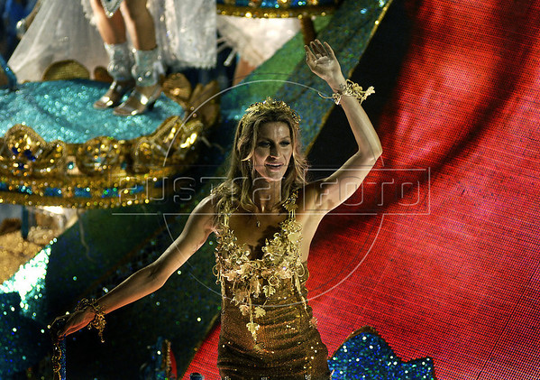 Brazilian top model Gisele Bundchen from the Unidos de Vila Isabel samba school performs at the Sambadrome during the samba school parade, Rio de Janeiro, Brazil, March 6, 2011. (Austral Foto/Renzo Gostoli)