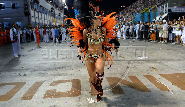 A dancer from Unidos do Grande Rio samba school performs at the Sambadrome during the samba school parade in Rio de Janeiro, Brazil, February 15, 2010. (Austral Foto/Renzo Gostoli)