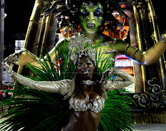 Samba dancer Viviane Silveira of Renascer samba school perform at Sambadrome, Rio de Janeiro, Brazil , February 19, 2012. (Austral Foto/Renzo Gostoli)