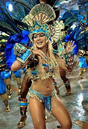 Dancer Carina Tristao of the Vila Isabel samba school performs at Sambadrome, Rio de Janeiro, Brazil, Feb. 04, 2008.   (Austral Foto/Renzo Gostoli)