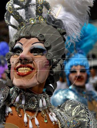 A dancer of the Imperatriz Leopoldinense samba school performs at Sambadrome, Rio de Janeiro, Brazil , Feb. 04, 2008.   (Austral Foto/Renzo Gostoli)