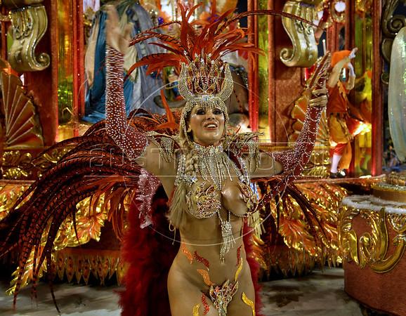 Dancer Angela Bismarchi from the Unidos do Salgueiro samba school performs at the Sambadrome during the samba school parade, Rio de Janeiro, Brazil, March 7, 2011. (Austral Foto/Renzo Gostoli)