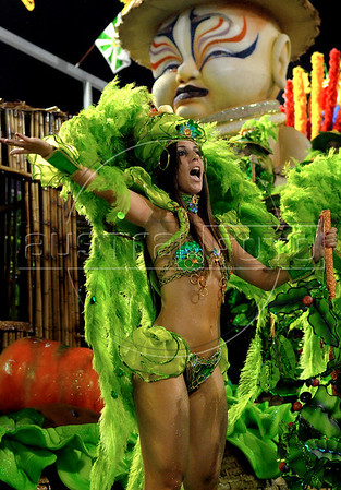 A dancer of the Porto da Pedra samba school performs at Sambadrome, Rio de Janeiro, Brazil , Feb. 03, 2008.  The Porto da Pedra samba school celebrates the 100th. anniversary of the first japanese inmigration to Brazil. (Austral Foto/Renzo Gostoli)