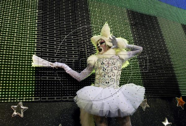 A member of Sao Clemente samba school performs at Sambadrome, Rio de Janeiro, Brazil , February 20, 2012. (Austral Foto/Renzo Gostoli)