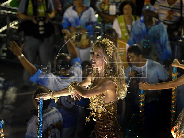 Brazilian top model Gisele Bundchen from the Unidos de Vila Isabel samba school performs at the Sambadrome during the samba school parade, Rio de Janeiro, Brazil, March 6, 2011. (Austral Foto/Renzo Gostoli)