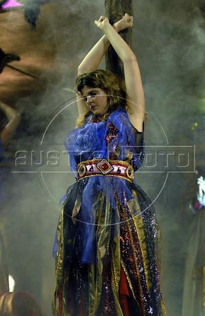 A member of the Estacio de Sa samba school performs representing burning witch at Sambadrome during the first night of carnival parade, Rio de Janeiro, Brazil , Feb. 02, 2008.  (Austral Foto/Renzo Gostoli)