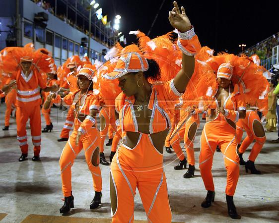 Dancers of Sao Clemente samba school perform at the Sambadrome during the samba school parade, Rio de Janeiro, Brazil, February 13, 2010.  (Austral Foto/Renzo Gostoli)