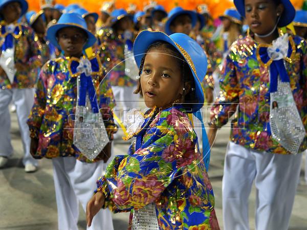Kids perform at Sambadrome on the first night of the Carnival samba school parade, Rio de Janeiro, Brazil , February 13, 2010.  (Austral Foto/Renzo Gostoli)