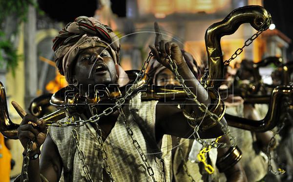 Samba dancers dressed as slaves perform at the Sambadrome during the Sao Clemente samba school parade,  Rio de Janeiro, Brazil, February 11, 2013. (Austral Foto/Renzo Gostoli)