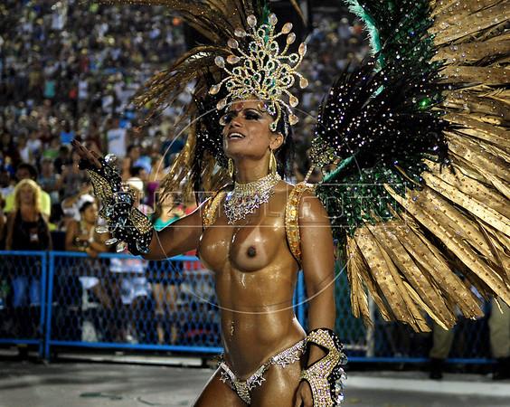 A dancer from Mocidade samba school performs at the Sambadrome during the samba school parade in Rio de Janeiro, Brazil, February 22, 2009.  (Austral Foto/Renzo Gostoli)