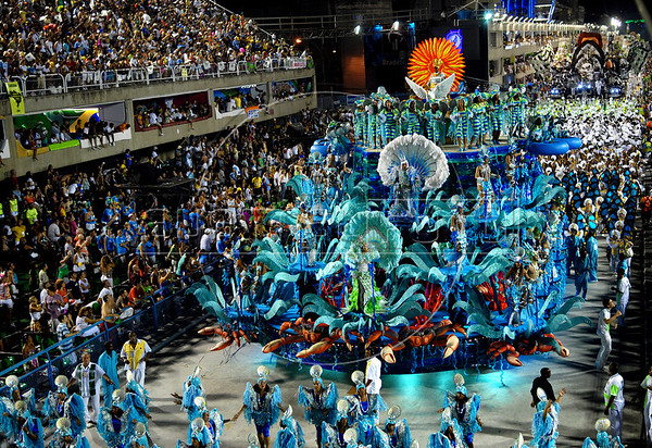 Imperatriz Leopoldinense samba school parades at Sambadrome, Rio de Janeiro, Brazil, February 23, 2009. (Austral Foto/Renzo Gostoli)
