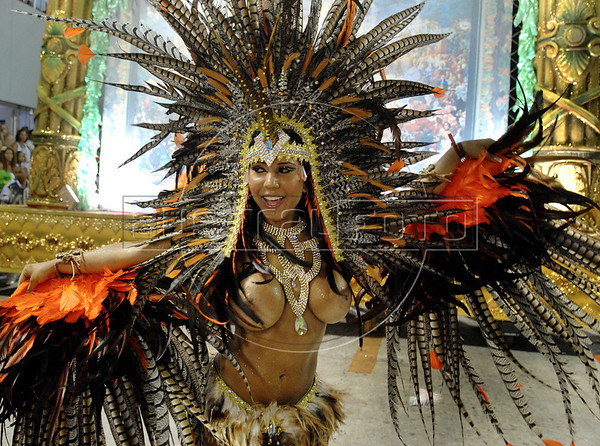 A member of Vila Isabel samba school performs at Sambadrome on the first night of the Carnival samba school parade, Rio de Janeiro, Brazil , February 22, 2009.  (Austral Foto/Renzo Gostoli)