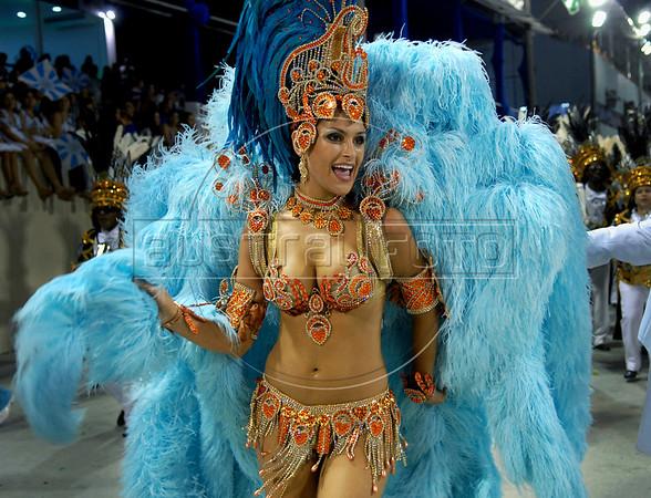 Natalia Guimaraes, Miss Brazil 2007, drum Queen of  Vila Isabel samba school, performs at the Sambadrome during the samba school parade in Rio de Janeiro, Brazil, February 22, 2009.  (Austral Foto/Renzo Gostoli)