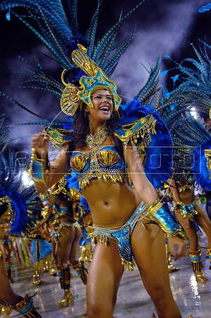 A dancer of the Vila Isabel samba school performs at Sambadrome, Rio de Janeiro, Brazil , Feb. 04, 2008.   (Austral Foto/Renzo Gostoli)