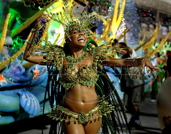 Drum Queen Quiteria Chagas, from Imperio Serrano samba school, performs at the Sambadrome during the samba school parade in Rio de Janeiro, Brazil, February 22, 2009.  (Austral Foto/Renzo Gostoli)