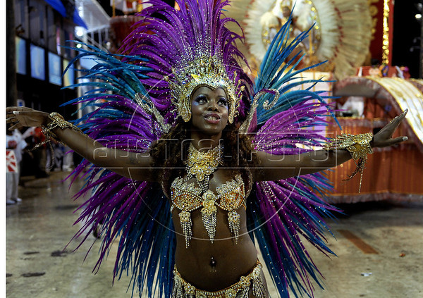 A dancer from the Alegria da Zona Sul samba school performs at the Sambadrome during the samba school parade, Rio de Janeiro, Brazil, March 5, 2011. (Austral Foto/Renzo Gostoli)