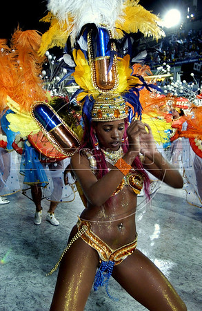 "A samba dancer of Sao Clemente samba school performs during the Rio 2005 Carnival parade at the ""Sambadrome"",  Rio de Janeiro, Brazil, Feb. 05, 2005. (Austral Foto/Renzo Gostoli)"