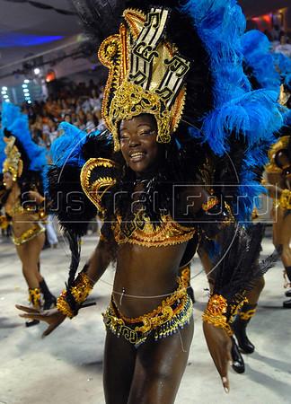 A dancer from Vila Isabel samba school performs at the Sambadrome during the samba school parade in Rio de Janeiro, Brazil, February 22, 2009.  (Austral Foto/Renzo Gostoli)