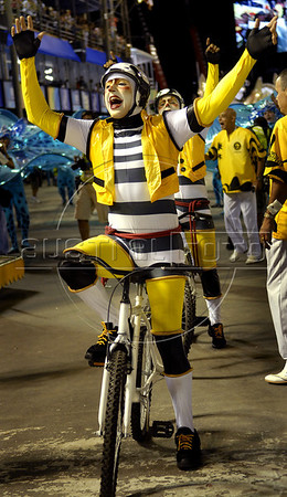 A member of the Sao Clemente samba school performs at the Sambadrome during the samba school parade, Rio de Janeiro, Brazil, March 6, 2011. (Austral Foto/Renzo Gostoli)