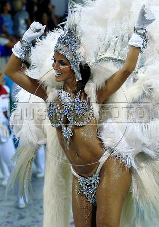 A dancer from Unidos do Grande Rio samba school performs at the Sambadrome during the samba school parade in Rio de Janeiro, Brazil, February 14, 2010. (Austral Foto/Renzo Gostoli)