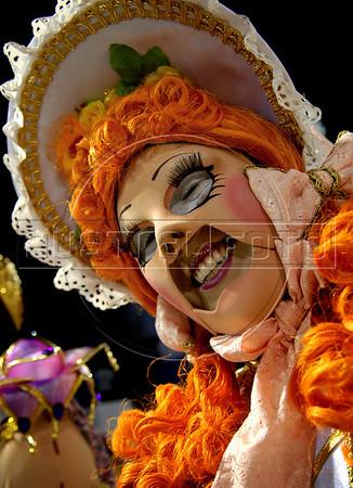 A member of Estacio de Sa samba school performs at Sambadrome on the first night of the Carnival samba school parade, Rio de Janeiro, Brazil , February 21, 2009.  (Austral Foto/Renzo Gostoli)
