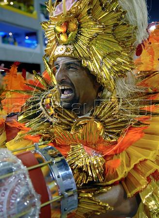 A musician of the Estacio de Sa samba school performs at Sambadrome during the first day of carnival parade, Rio de Janeiro, Brazil , 02 February 2008. (Austral Foto/Renzo Gostoli)